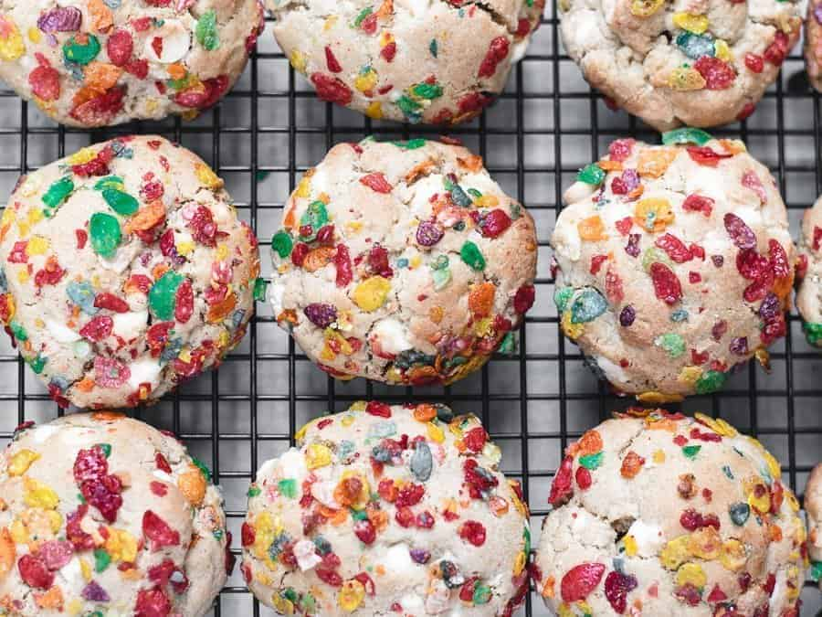 Fruity Pebbles Cookies with White Chocolate Chips - Kickass