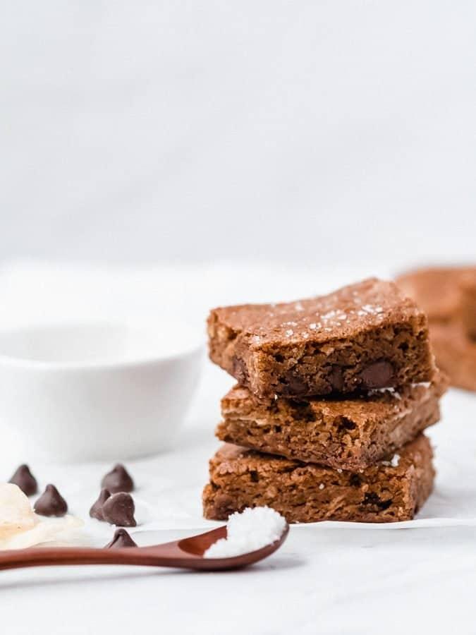 Sweet & Salty Brown Butter Blondies | kickassbaker.com #blondies #brownbutter #sweetandsalty #potatochips #chips #milkchocolate #chocolatechips #chocolate #brownies #kickassbaker