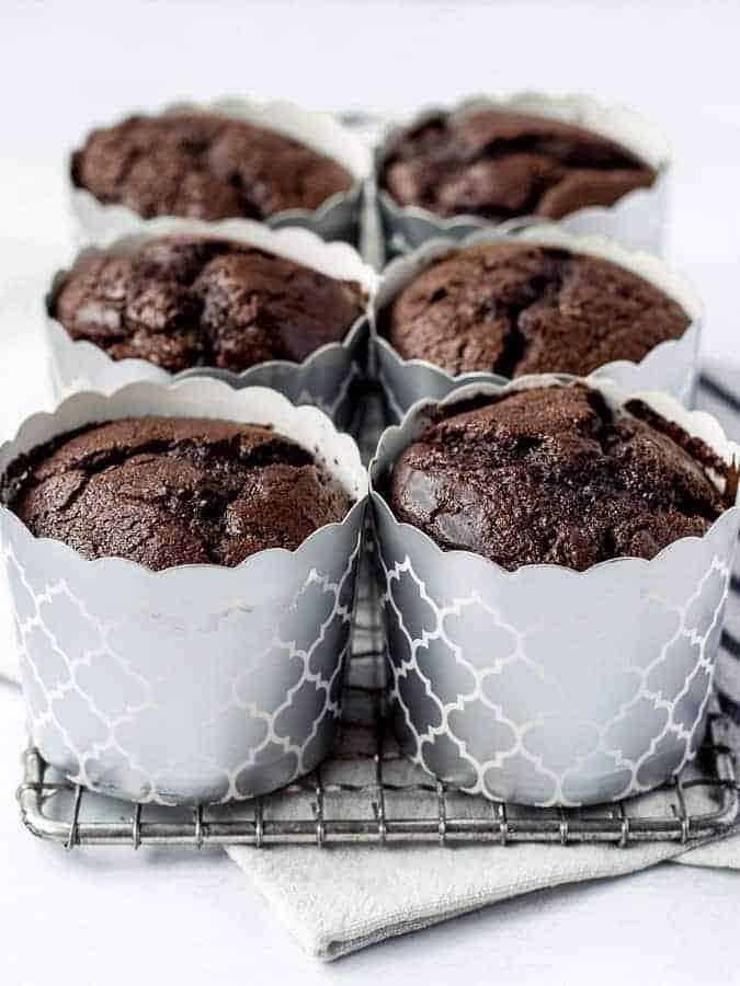 Chocolate Sour Cream Fudge Cupcakes no frosting | kickassbaker.com
