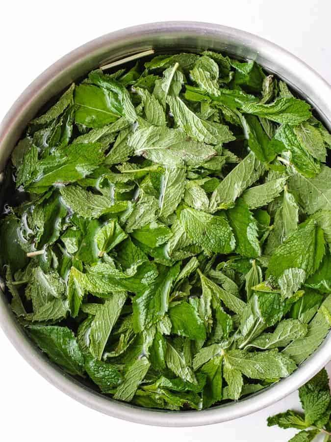 fresh mint steeping in water to make sweet mint paleo iced tea